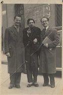 Laurea di Sergio Sacchetti: Bologna, aprile 1949: il festeggiato con due amici