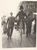 Festa delle matricole: Bologna, 18 febbraio 1947: Sergio Sacchetti sfila su un biciclo
