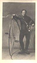 Sergio Sacchetti in posa con biciclo