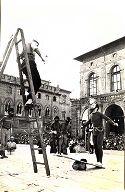 Festa delle matricole, circo Codonas: Bologna, piazza Maggiore: 1947