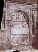 Napoli: ch[iesa di s. Domenico M]aggiore: monumento a Mariano d'Alagni: (Agnello del Fiore)