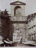 Napoli: porta Capuana con bassorilievi di G[iuliano] da Majano