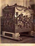 Roma: museo Vaticano: sarcofago in porfido rosso con bassorilievi rappresentanti un trionfo dell'imperatore Costantino (lavoro del 4. secolo)