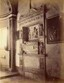 Monumento funebre del cardinale Auxia: basilica di S. Sabina: Roma