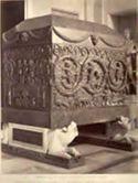 Roma: museo Vaticano: sarcofago in porfido rosso con bassorilievi rappresentanti la vendemmia (lavoro del 4. secolo)