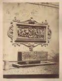 Fontana sarcofago con testa di leone e bassorilievo con scene di battaglia: Roma