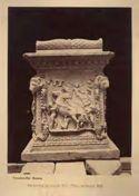 Ara rinvenuta nei scavi del teatro d'Ostia nel gennaio 1881