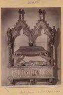 Cortona: chiesa di Santa Margherita: sarcofago che racchiudeva il corpo di Santa Margherita: (Giov[anni] Pisano)
