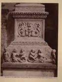 Venezia: chiesa dei Miracoli: base di un pilastro dell'arcone: (Pietro e Tullio Lombardo)