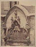Venezia: corte nuova dell'Abbazia della Misericordia: portale d'accesso: bassorilievo con Madonna della Misericordia e i Ss. Battista e Jacopo