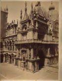 Venezia: Palazzo Ducale: porticato Foscari: fronte verso la scala dei Giganti ed il cortile con arco Foscari e facciata dell'Orologio