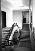 Scala e corridoio al primo piano: facoltà di chimica industriale: Bologna